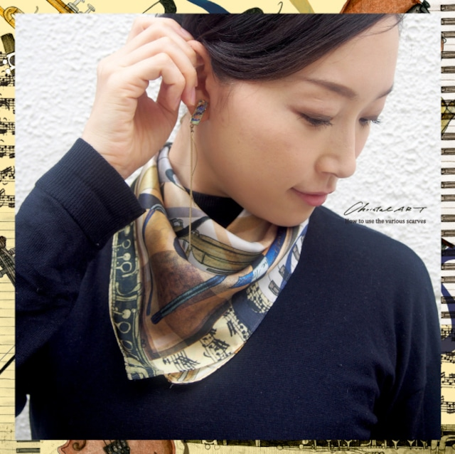 シルクスカーフ「ハーモニー」楽器モチーフのスカーフ 50cm角