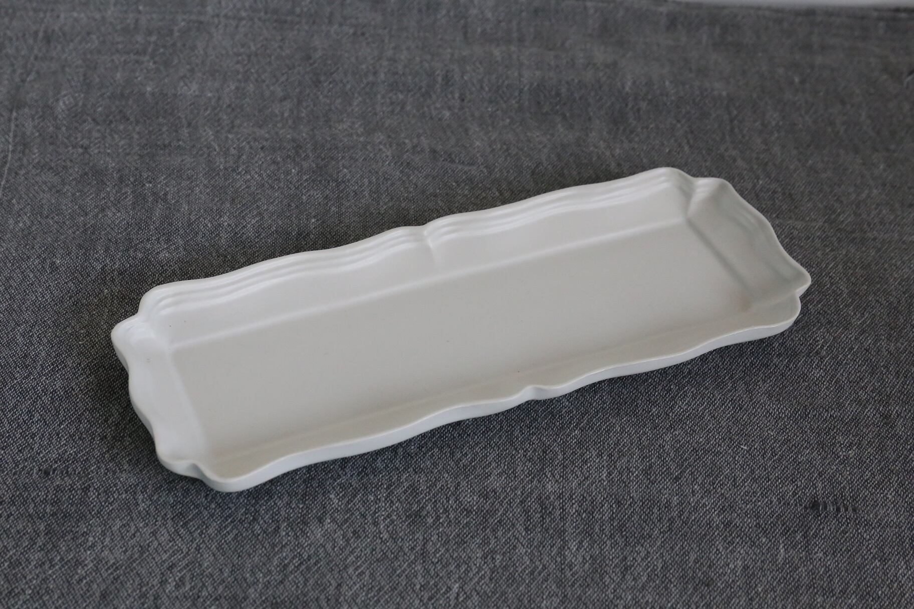 臼杵焼 白磁輪花長板皿