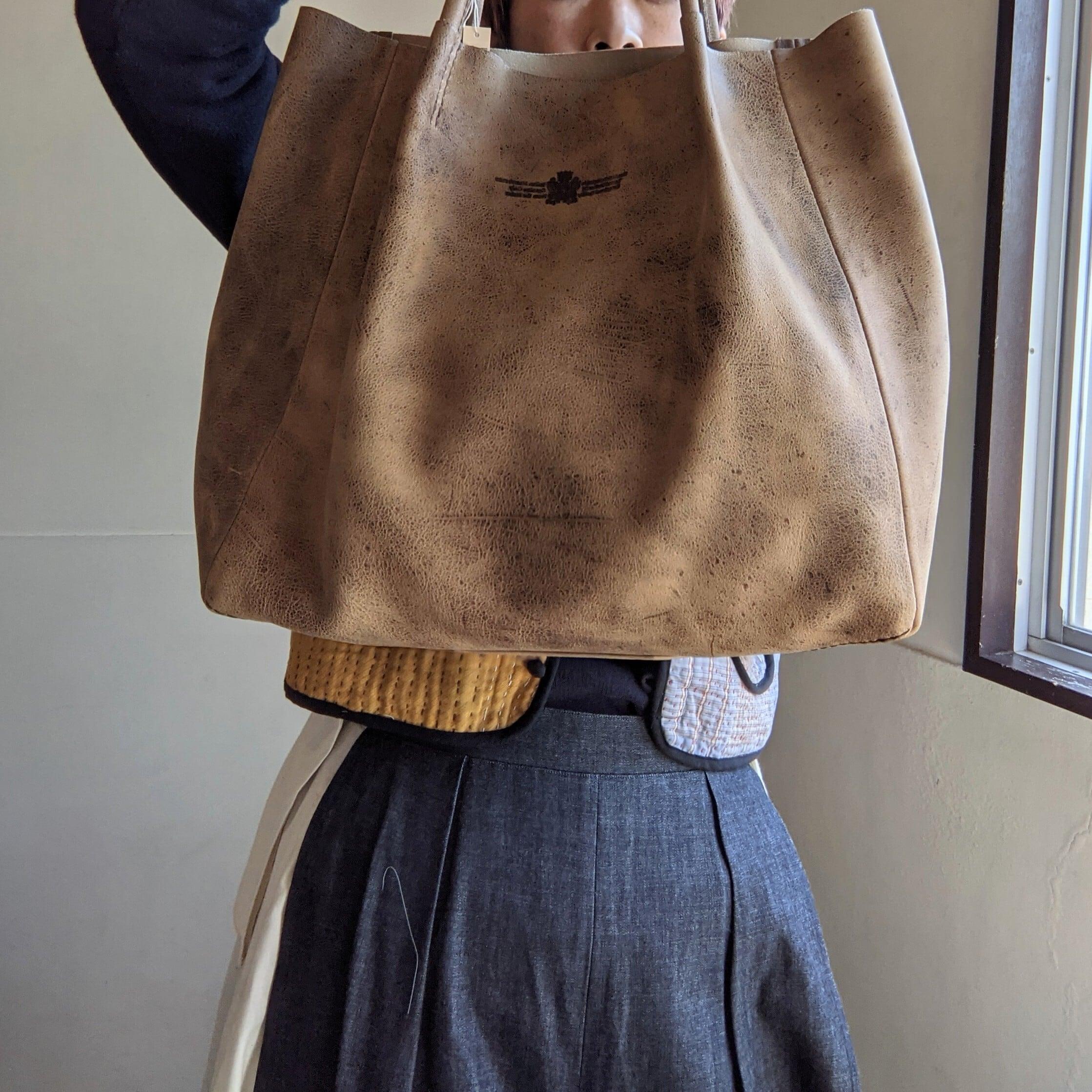 【 saranam 】Kudu / レザーつまみトートバッグ / クーズー / gaucho