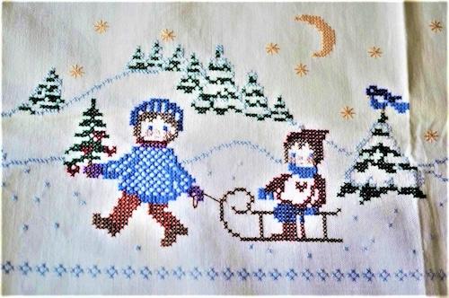 雪遊びの情景刺繍 テーブルクロス クロスステッチ