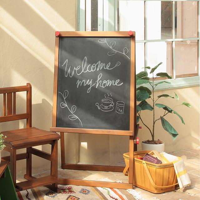 黒板のカフェ看板(イーゼル)。裏面コルクボードの2way仕様!