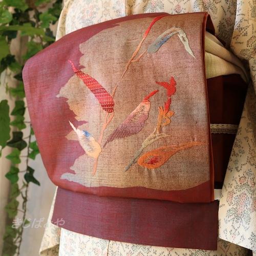 正絹 蘇芳に葉の刺繍のつくり帯