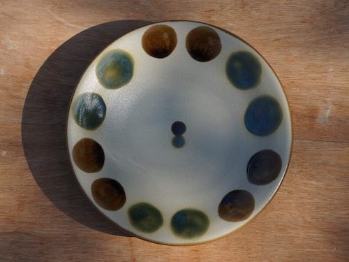 伝統の色合い丸紋緑釉 5寸皿(約15cm) 【ヤチムン大城工房】