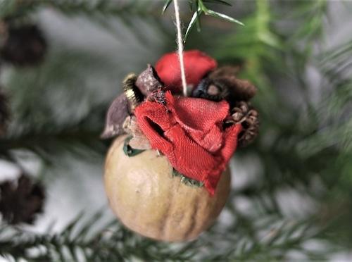 木の実とスパイスのオーナメント トロッケンゲビンデ
