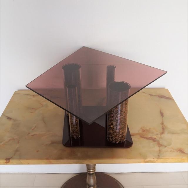 アクリルでできたコーヒー豆のミニテーブル(飾り台)