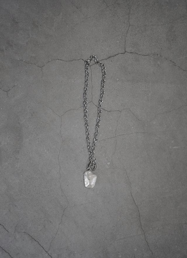 shino yuasa    perl necklace