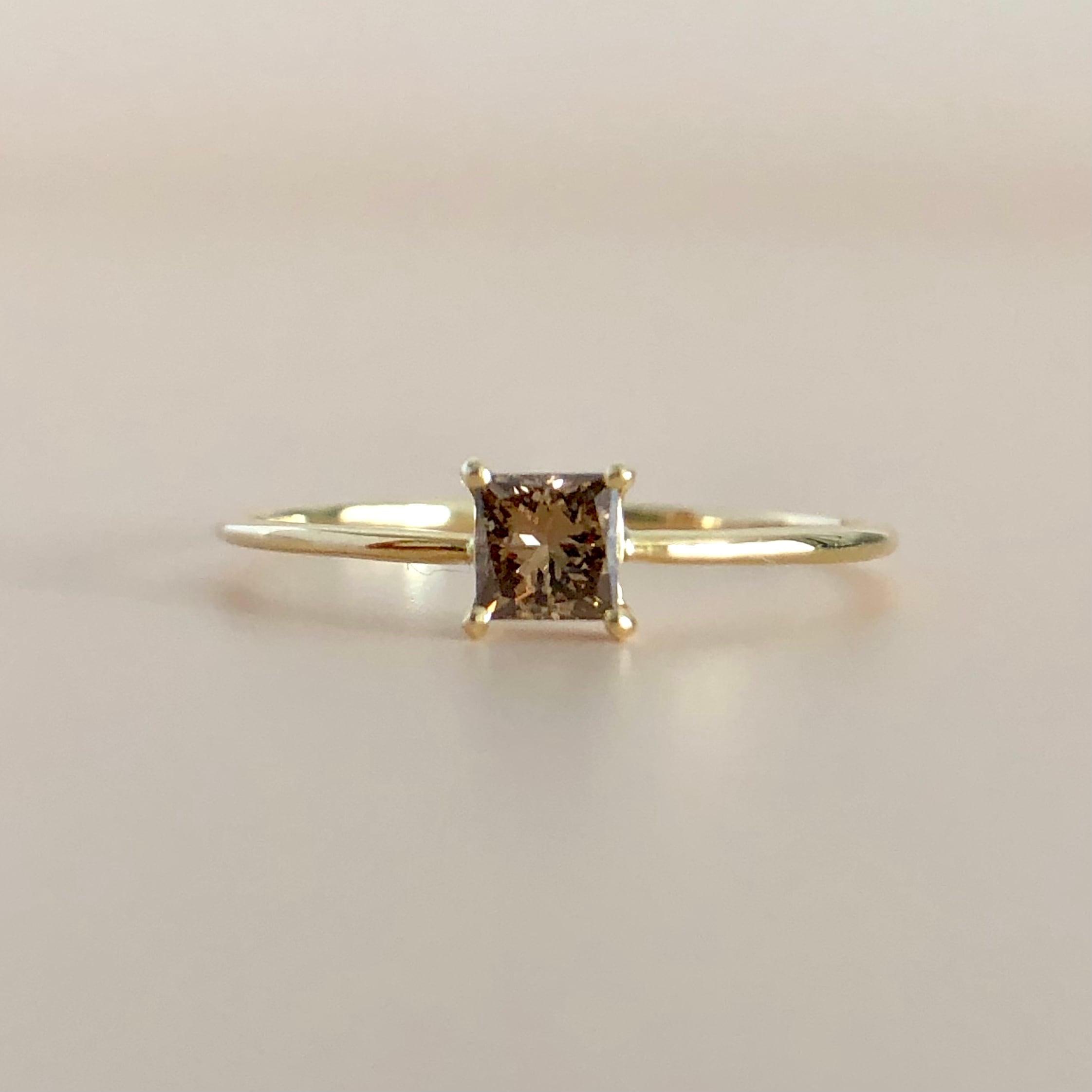 ブラウン プリンセスカット ダイヤモンド リング  0.15ct K18イエローゴールド チェカ 鑑別書付