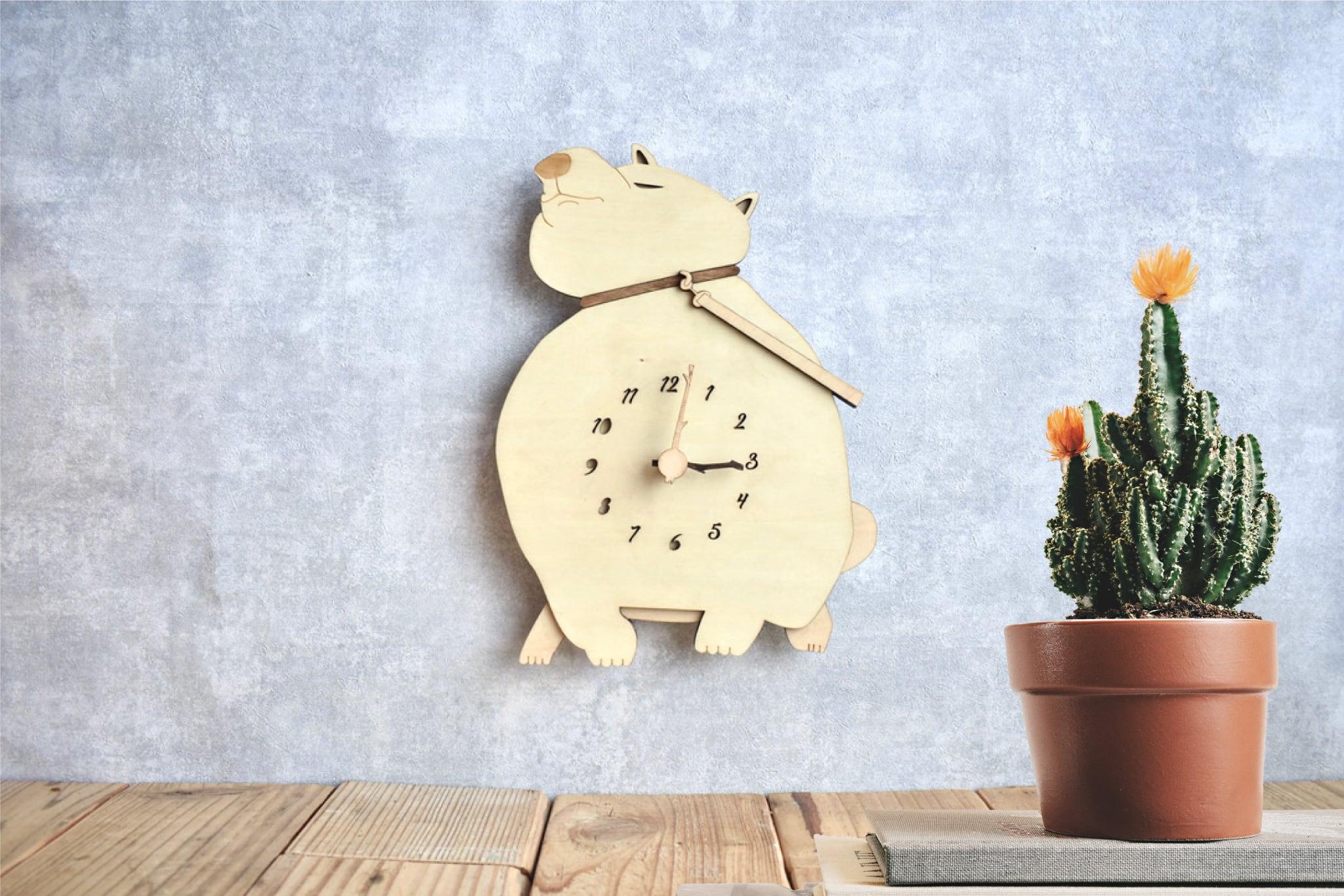 柴犬がリードを引っ張る時計 木製 掛け時計
