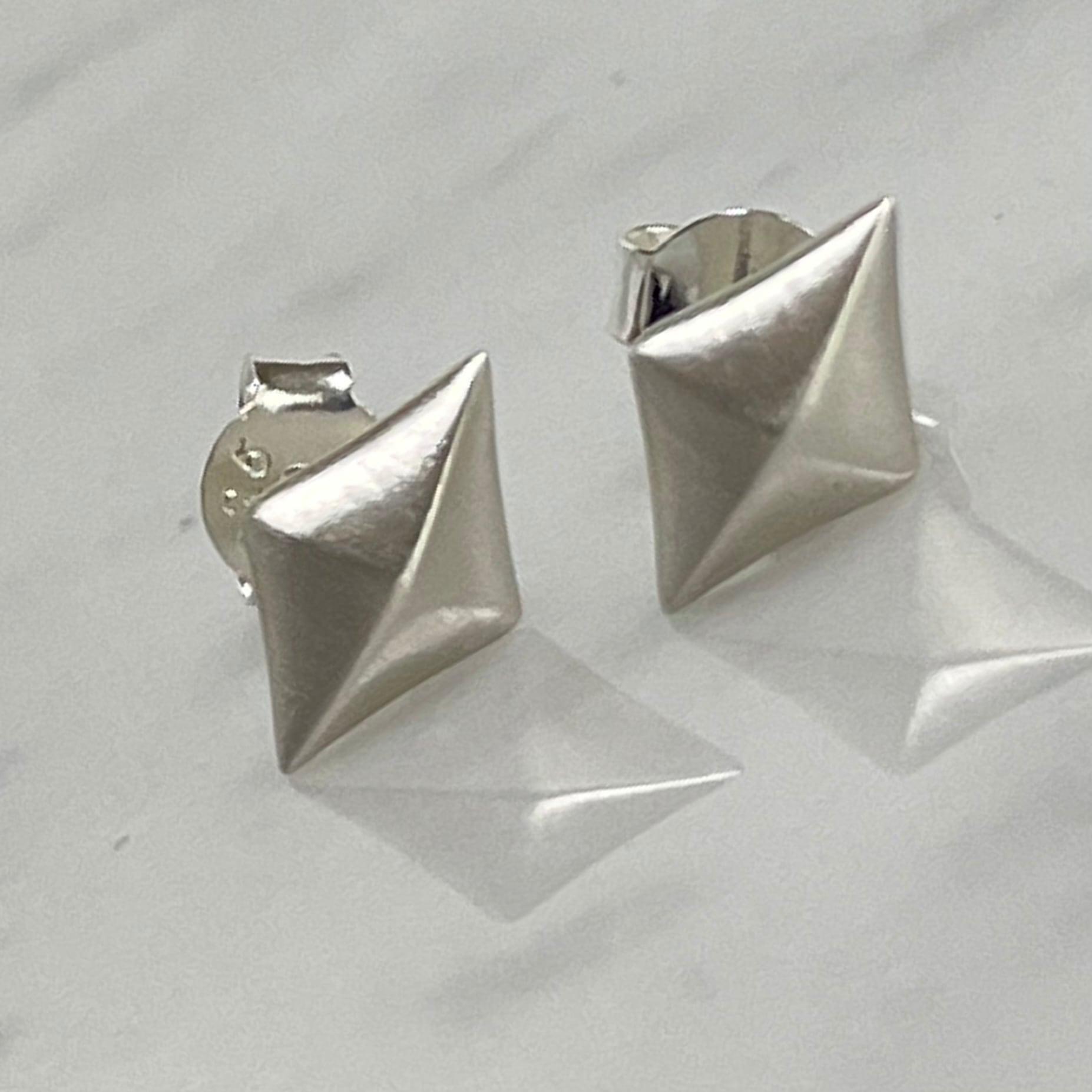 CME-8 Dia Stud Earrings