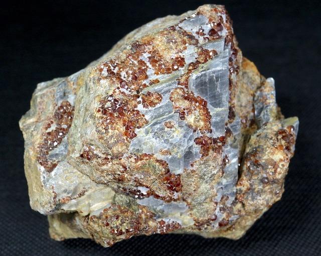 自主採掘!ガーネット + カルサイト 方解石 591,4g GN077 原石 鉱物 天然石 パワーストーン