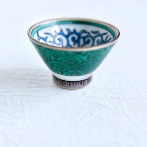 【067】九谷焼  ちょく唐草花と雲文 (1個) 昭和 / Kutani Sake Cup / Showa Era