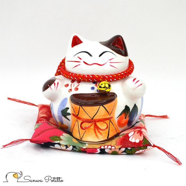 招き猫 鼓(つづみ) Q18141 高さ10cm ホワイト 白 両手 笑い猫 置物 金運アップ 開運招福 商売繁盛 千客万来 子宝