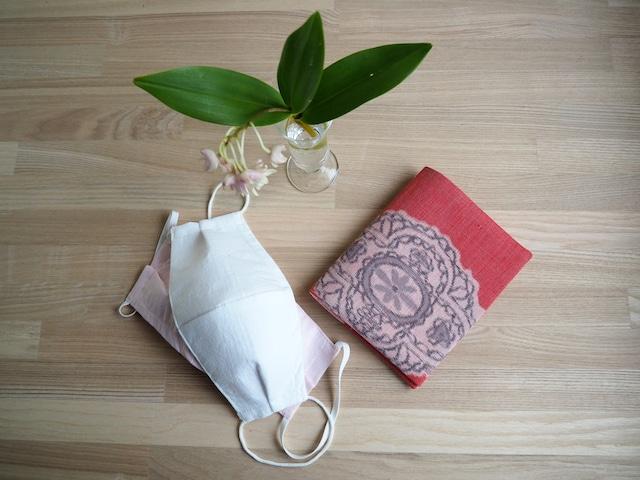 マスク2枚とマスクケースのセット--優しいピンクとグレーの綿絣 プレゼントにもおすすめ!
