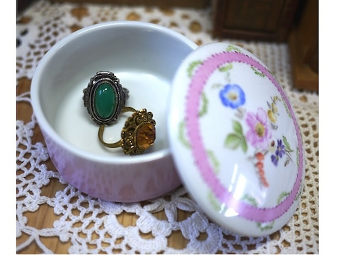 Trinket Box ポーセリンボックス 宝石箱 手描きの花