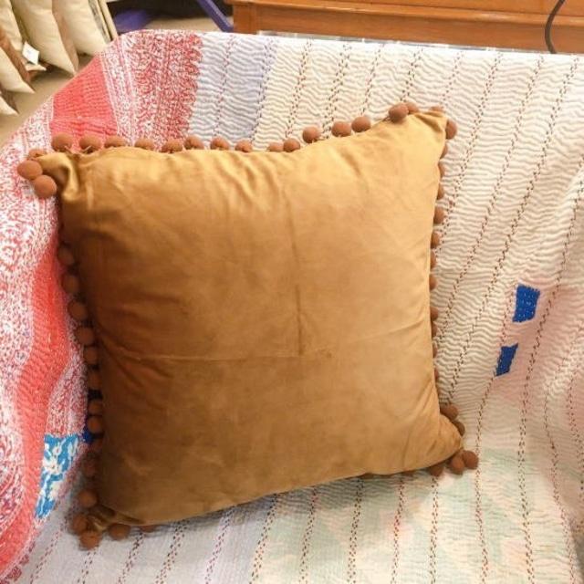 TOPANGA Homefurnishing コットンベルベットポンポンクッション ブラウン 45×45cm