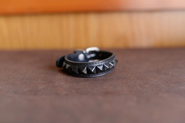 黒い革と四角いスタッズのシンプルな小型犬用革首輪 K-sb1sb3tb