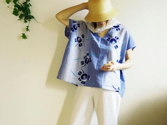 涼しい! ビッグシルエット  ぼかしブルー花柄 Vネックフレンチ袖トップス-浴衣から