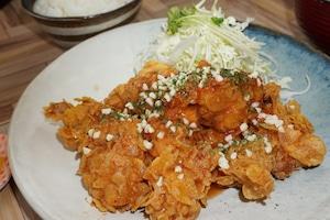 【とり安食堂】鶏チリ弁当 味噌汁・お漬物付