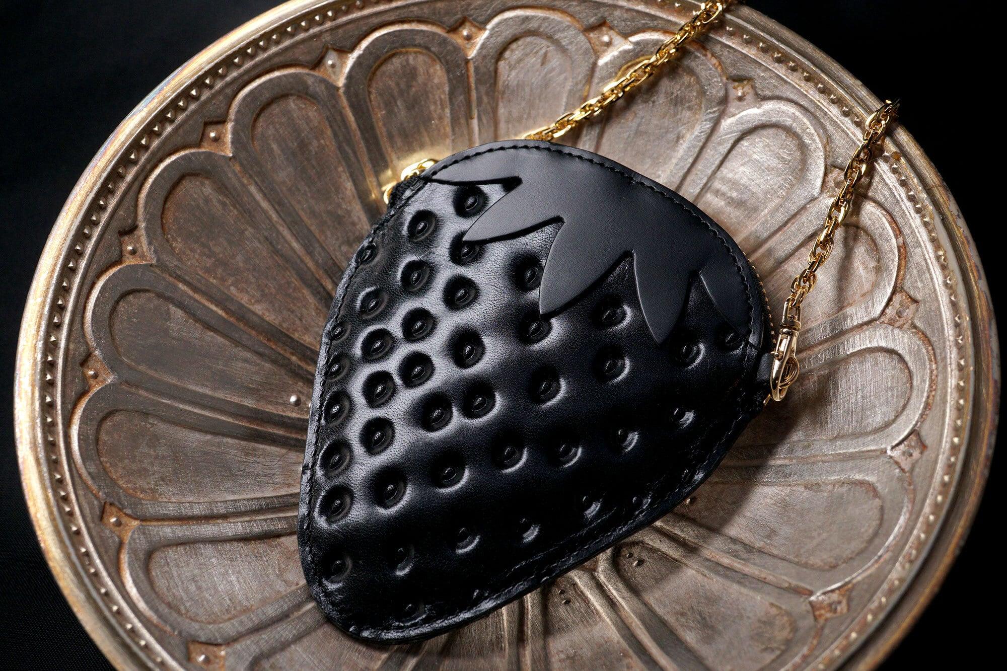 「スイカ」が入るヘタ付き黒いちご(牛革製コイン&パスケース)