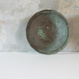 銅の脚付皿