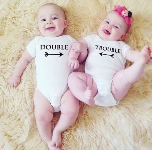 商品番号1027 双子ちゃんロンパース