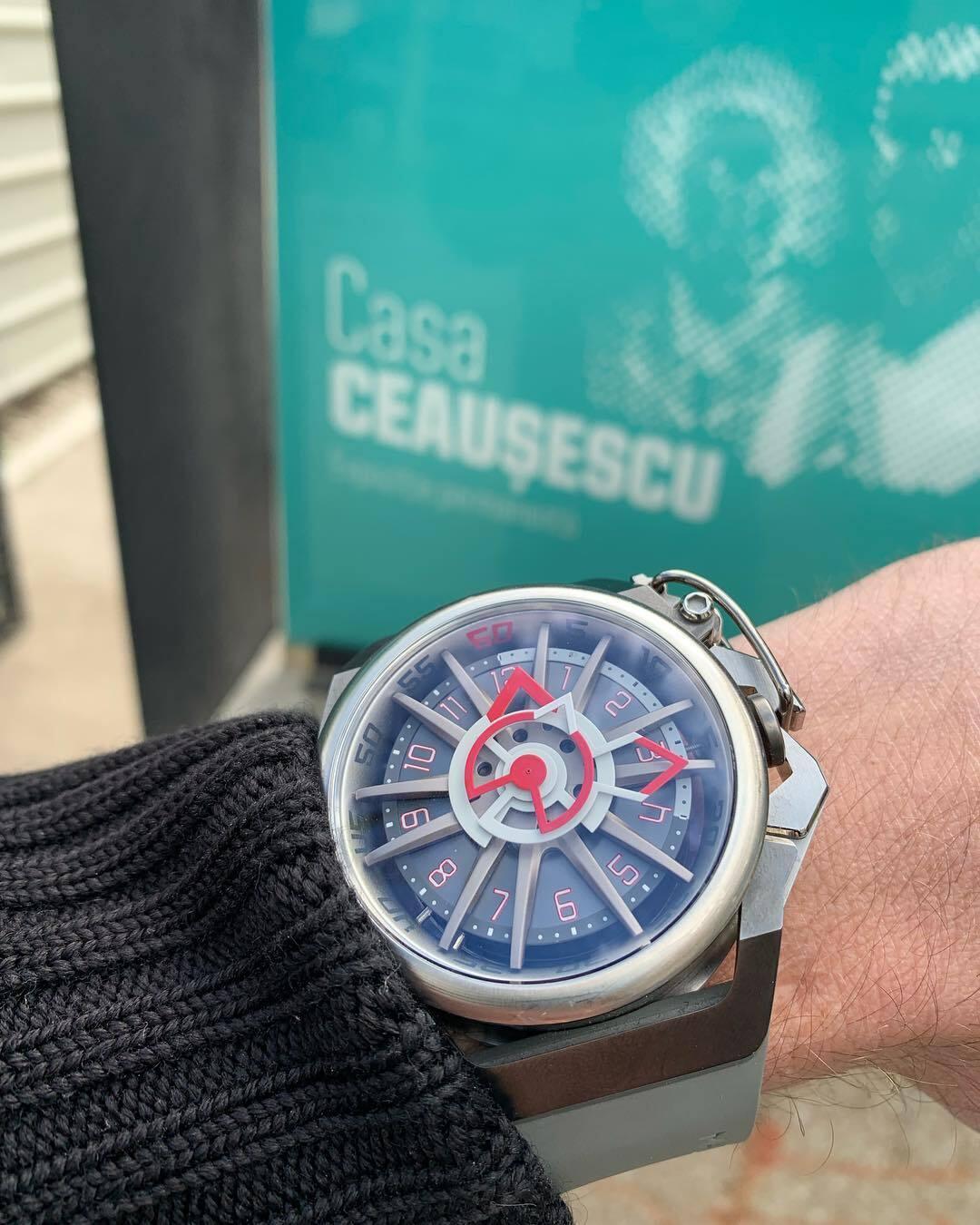 【MAZZUCATO マッツカート】RIM-09(グレー×レッド)/国内正規品 腕時計