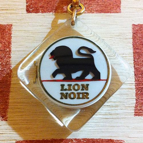 フランス LION NOIR[リオン ノアール] 靴クリームメーカー広告ノベルティ ブラックライオン缶ブルボンキーホルダー