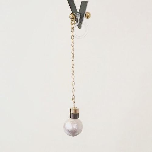 コットンパールと金銅パーツのイヤリング