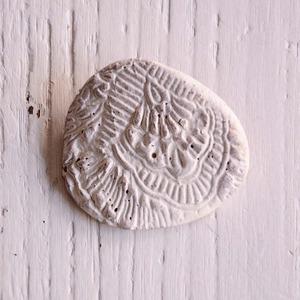 島るり子 陶器のブローチ(E)