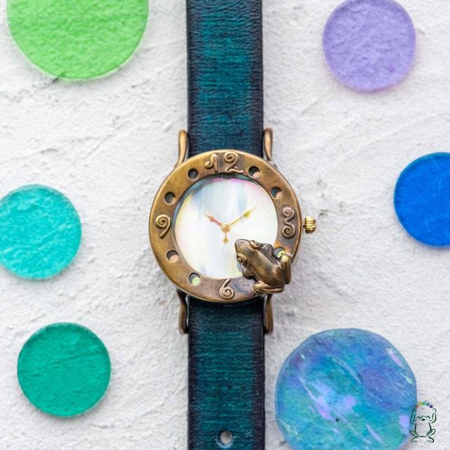池をのぞく蛙腕時計Mオーロラ