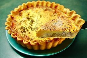 イタリア料理ダールフルットの人気No. 1オードブルの自家製キッシュパイ