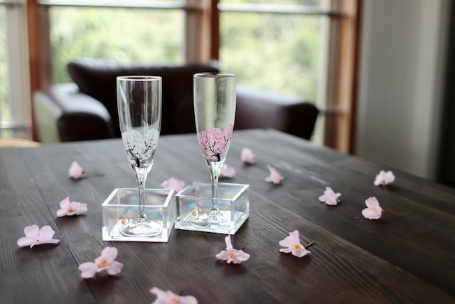 『 冷感桜』『シャンパングラスペアセット』と『アクリル升ペアセット』 *こぼし酒 春 桜 グラス 花見 ペアセット 贈り物 温度 変化 日本酒 乾杯 ギフト プレゼント お祝い
