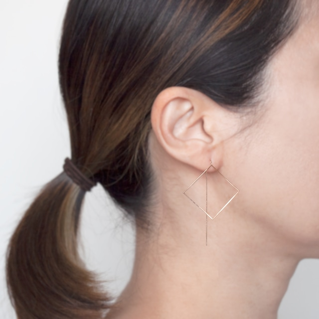 Pendulum pierced earrings / Square