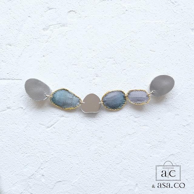 きらめき上品な衿元に 麻のブローチ〈 NeckStone 〉藍納戸