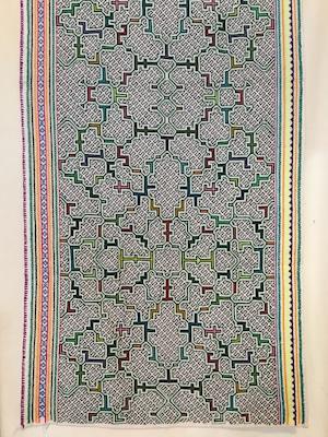 シピボ族刺繍大判 24 腰巻き蛍光緑 フリーハンドの手刺繍 先住民族の工芸布 天然素材 タペストリー