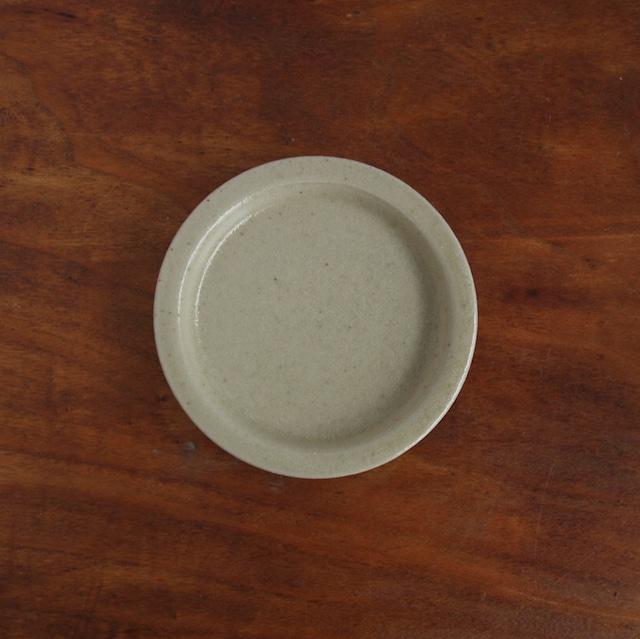 こいずみみゆき   3寸リム皿 ベージュ