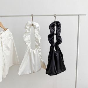 ruched handbag(black / white)