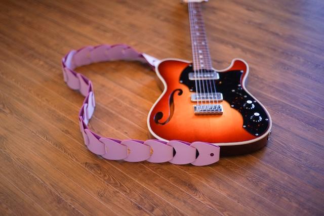 folklore / Silky Pink 【ウロコのようなギターストラップ 】