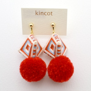 kincot 糸巻きポンポンイヤリング(レッド)