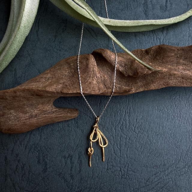 リボン結びのゴールド&シルバーコンビネックレス シルバー&純金メッキ仕立て