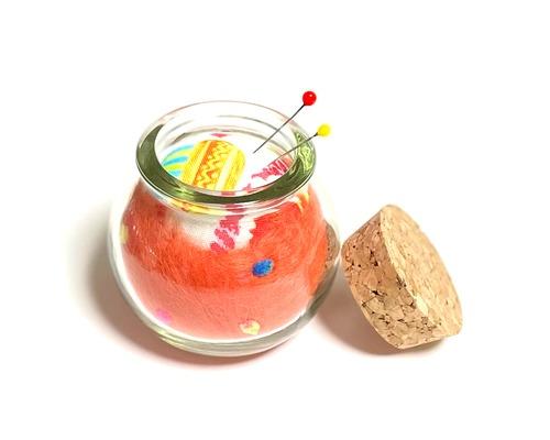 ピンクッション オレンジのウール針山 サボテン コルクビン