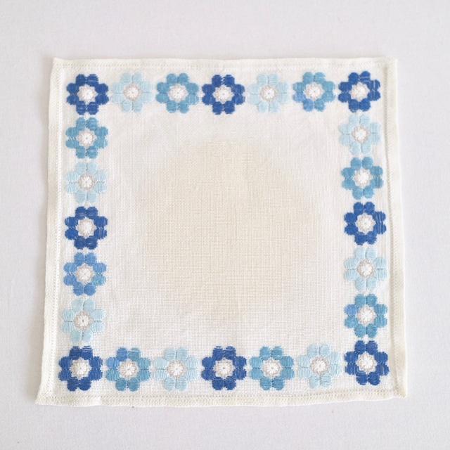 【OUTLET】スウェーデン / ドイリー ティーマット ミニクロス 刺繍 青の花