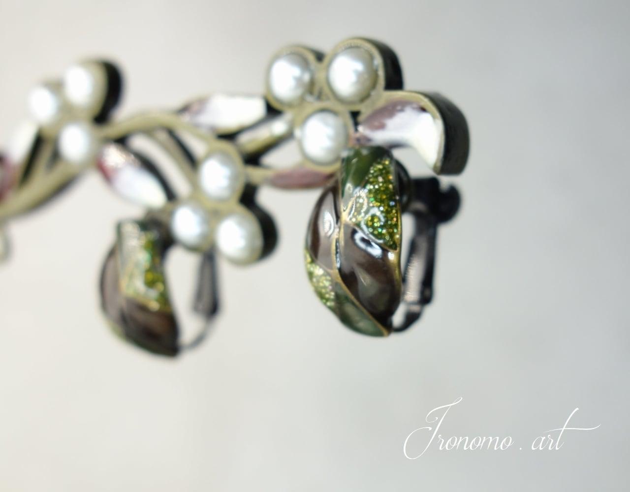 デザインクイヤリング~シックな深緑~【モスグリーン】