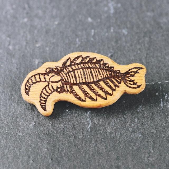 アノマロカリス 木製ブローチ〈樹種:イチイ〉
