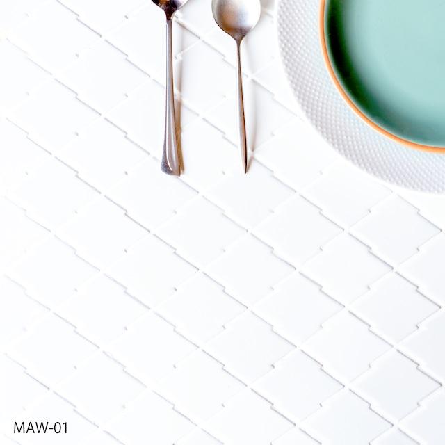 松皮 /SWAN TILE 接着剤張り専用 松皮菱をモチーフにした形状に、織部らしいカラーを合わせました。