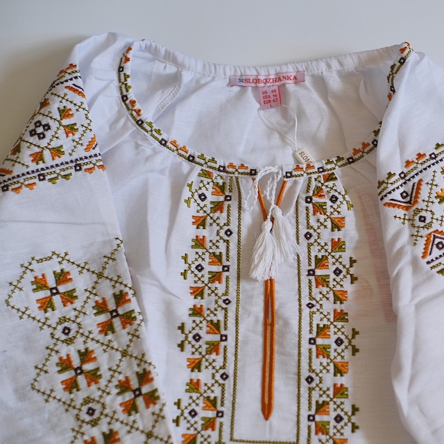 刺繍ブラウス