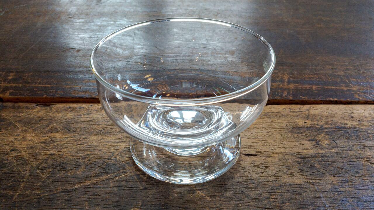 昔のガラスのうつわ