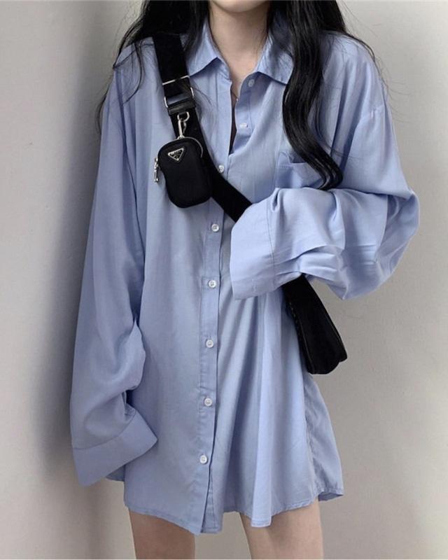 シンプルルーズシャツ