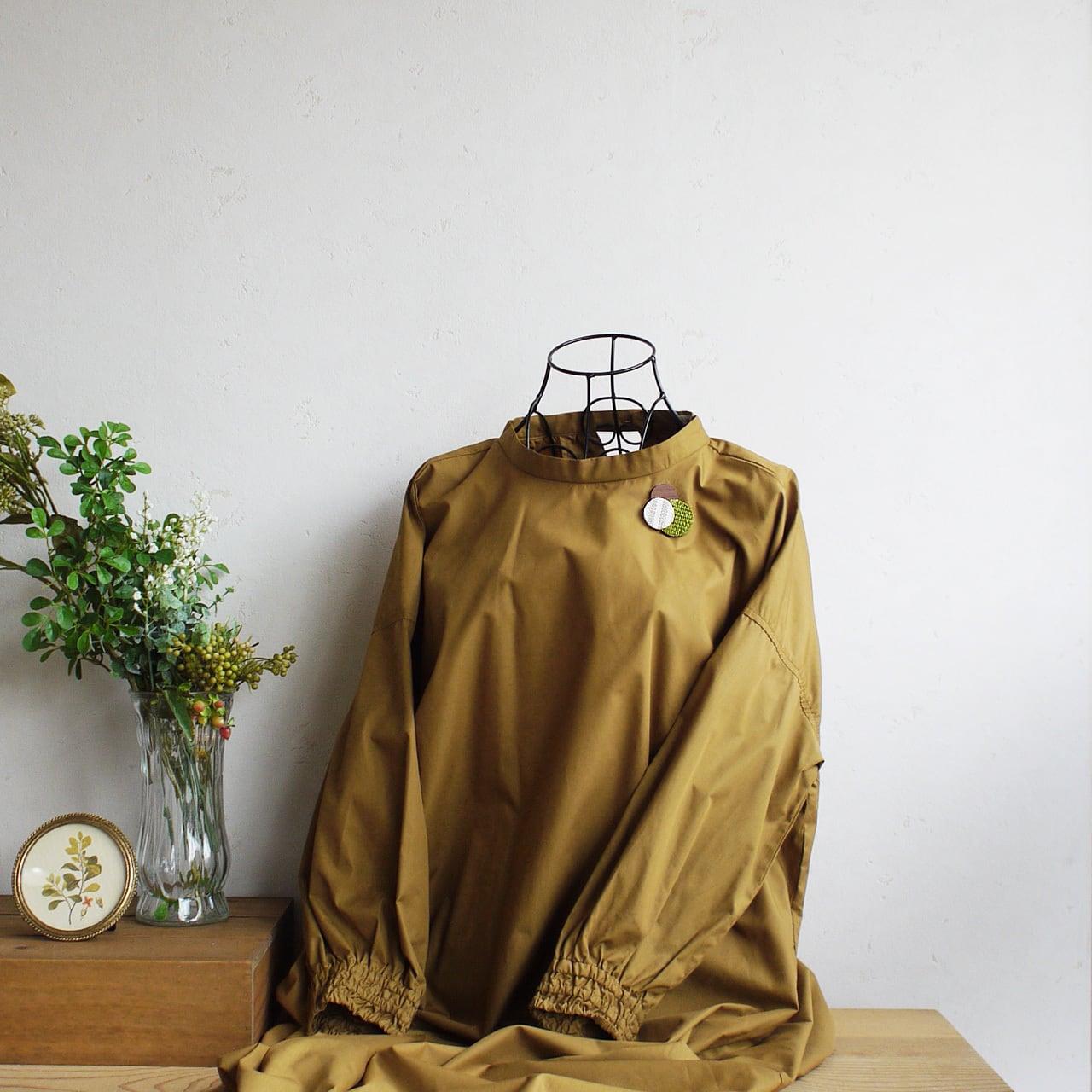 どんなお洋服にも似合う!シンプルフォルム 麻&ざっくり麻&木のブローチ〈 Dots 〉抹茶