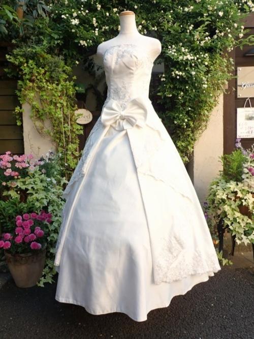 プリンセスドレス 刺繍フリルドレープ仕様